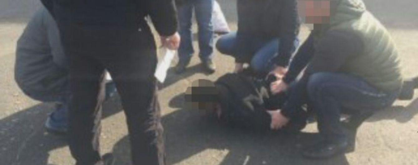 На Дніпропетровщині на хабарі схопили старшого слідчого поліції