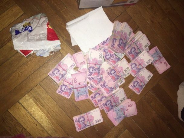 СБУ схопила в черкаському інституті хабарника з мільйоном гривень і десятками тисяч доларів