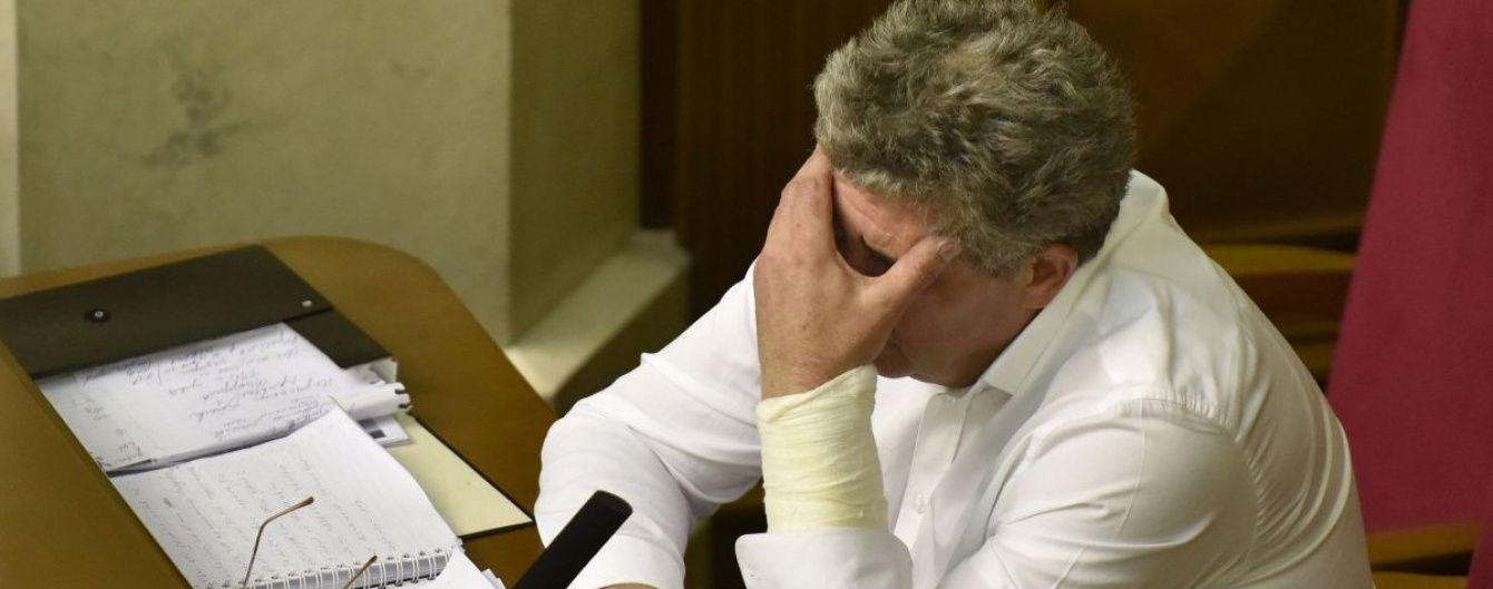 """Сумбурний виступ судді Бурана в Раді обривався вигуками """"На коліна, сволота!"""""""