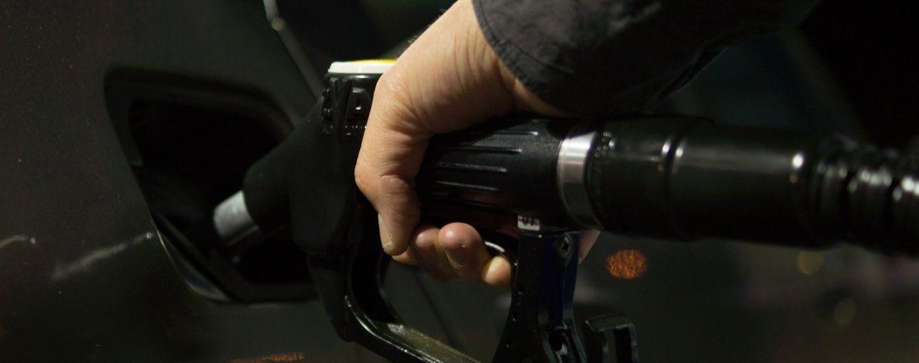 АМКУ накажет сети АЗС за завышенные цены на топливо