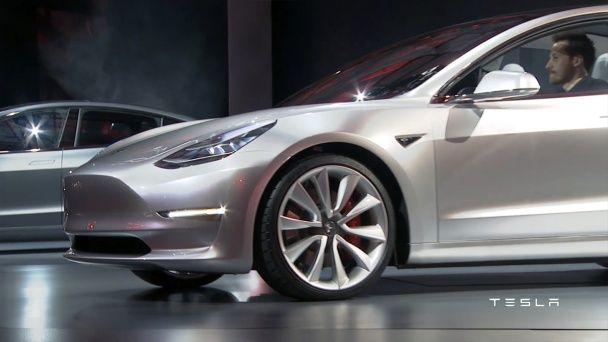 Tesla продемонстрировал доступный седан Model 3 (Видео)