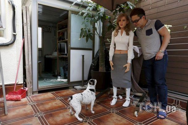 Гонконгський дизайнер створив кралю-робота просто в себе вдома
