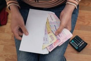 """Більше половини підприємців виплачують """"тіньові"""" зарплати — Фіскальна служба"""