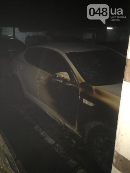 В Одесі на підземному паркінгу вночі вибухнув позашляховик