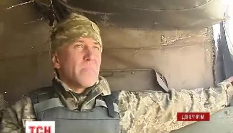 С самого утра вражеские снайперы обстреливают Марьинку