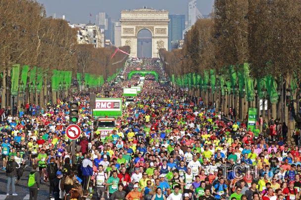 Найвищий рівень терористичної загрози не завадив ювілейному марафону у Парижі