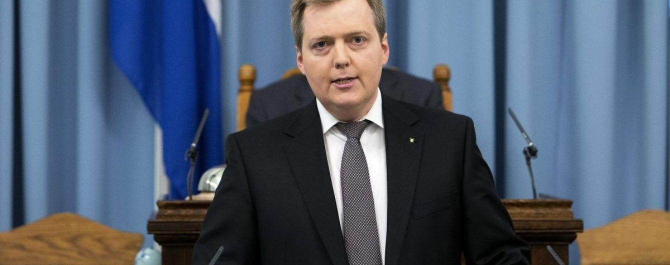 Прем'єр Ісландії втік від журналістів після питання про його офшорну компанію