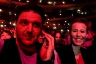Собчак з чоловіком продемонстрували романтичні почуття на концерті Земфіри