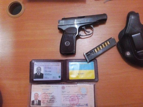 В Одесі п'яний прокурор погрожував прострелити коліно охоронцю кафе