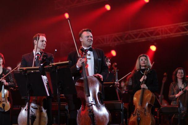 В Киеве симфонический оркестр сыграл легендарные рок-хиты на новый лад