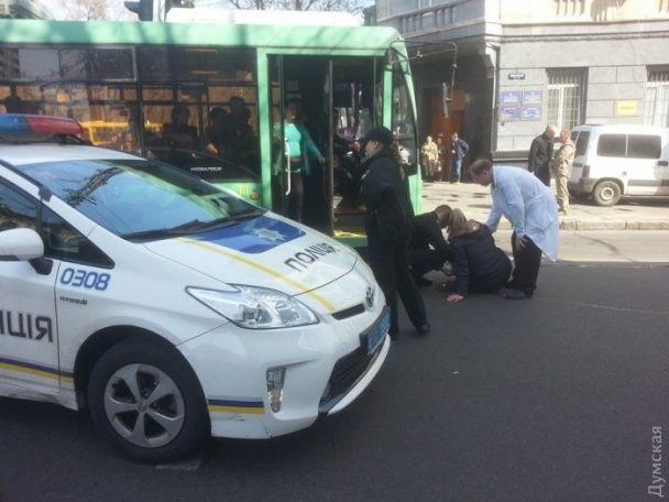 У центрі Одеси патрульні збили жінку