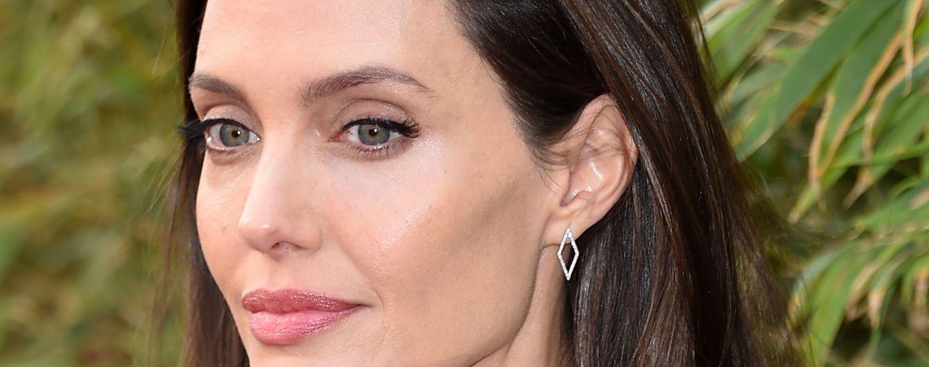 Джолі екстрено госпіталізували із критичною вагою у 35 кілограмів – ЗМІ