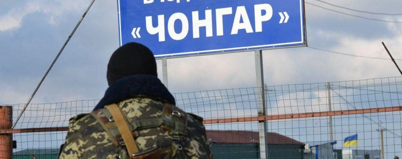 На адмінмежі із окупованим Кримом скупчилися десятки автомобілів, яким відмовили у в'їзді