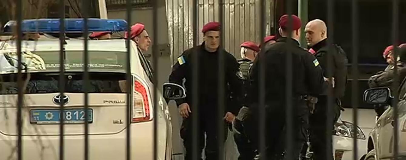 Вкрасти за 22 хвилини: у поліції розповіли подробиці зникнення елітних авто з райвідділку