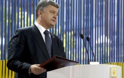 У Порошенко объяснили, почему он оспаривает лишение Януковича звания президента