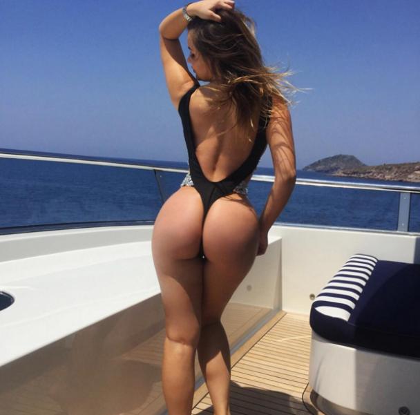 """Прозора білизна і засмагання на яхті. Що постить в Instagram російська """"Кардашян"""""""
