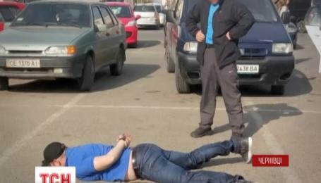 Подполковника СБУ и майора милиции задержали в Черновцах за систематическое взяточничество