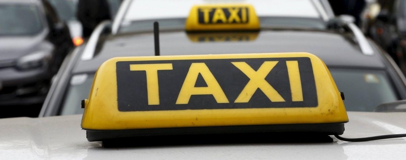 В Одесі молодик встромив ножа у шию таксисту