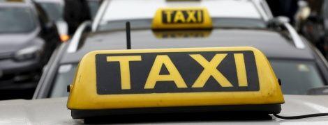 Боротьба з нелегальними перевізниками: ліцензійні таксі зобов'яжуть їздити на номерах жовтого кольору