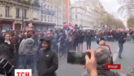 В центре Парижа марш профсоюзов закончился столкновениями с полицией