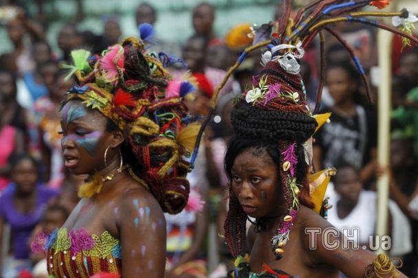 Шаленість барв та ігри з вогнем. У Кот-д'Івуарі відбувся колоритний карнавал
