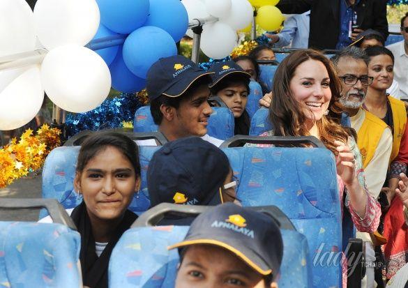 Герцогиня Кембриджская и принц Уильям в Индии_8