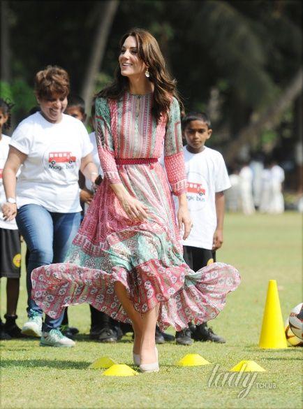 Герцогиня Кембриджская и принц Уильям в Индии_10