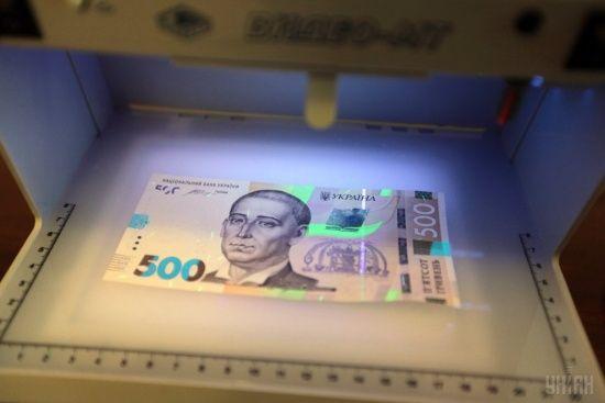 У Києві невідомі у масках відібрали у чоловіка сумку із півмільйоном гривень