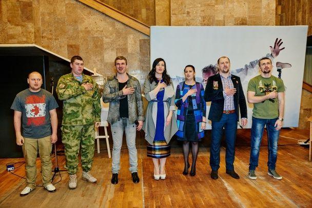 """Соломія Вітвіцька та герої АТО презентували фотовиставку """"Переможці"""" у Харкові"""