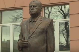 У Москві поставили 3-метровий пам'ятник Жириновському