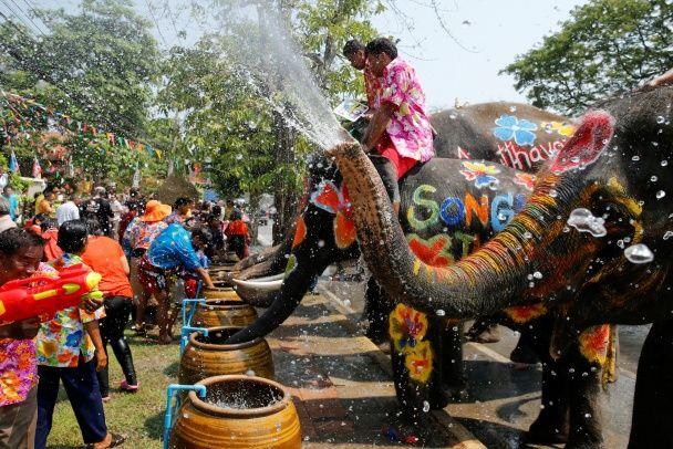 Вода, слони і яскраві барви. Як у Таїланді святкують Новий рік