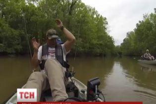 Американський рибалка підчепив на вудку алігатора