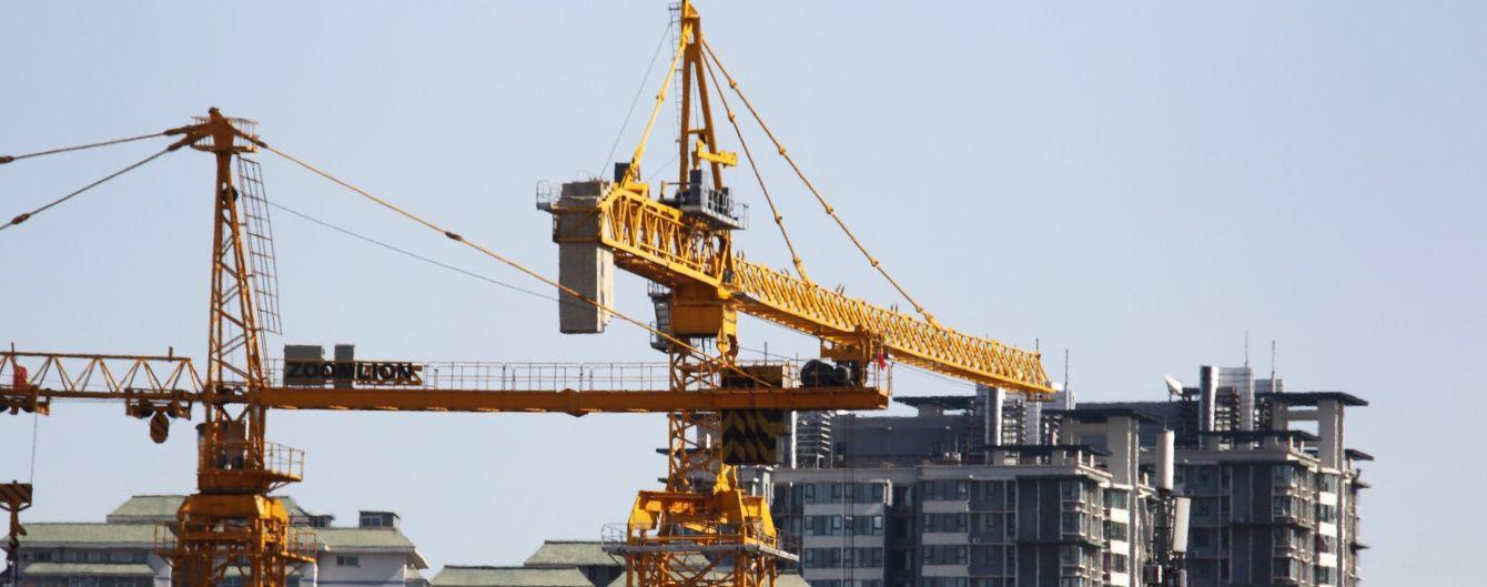 У Китаї на будівлю обвалився 100-тонний кран, є жертви
