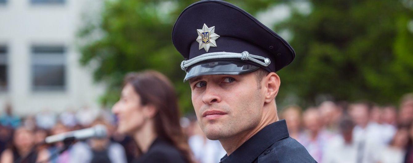 На одну зарплату. Начальник патрульної поліції оприлюднив декларацію