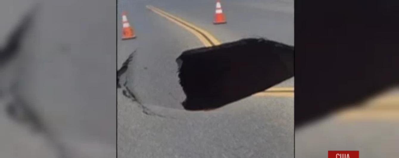 """У Каліфорнії зафільмували появу посеред шосе """"чорної діри"""""""