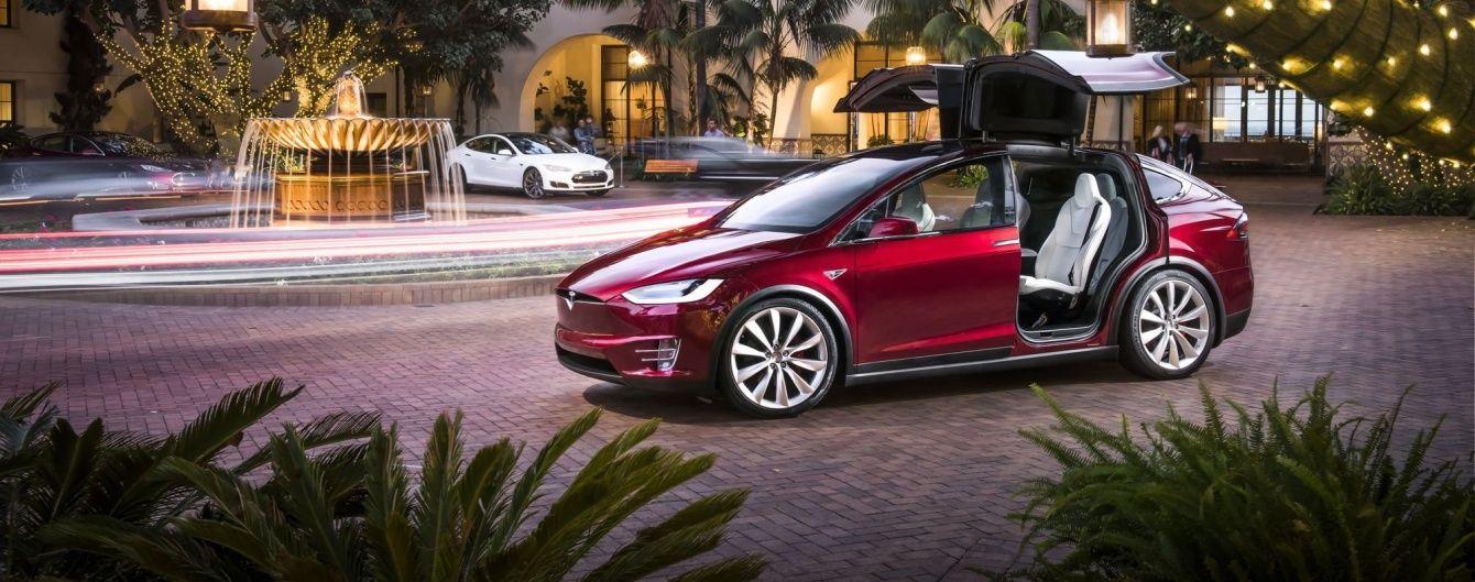 Tesla Motors не хватает сотрудников