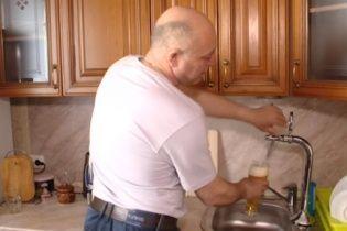 У Росії чоловік провів до себе додому перший у світі пивопровід