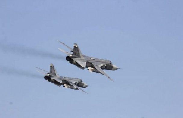 """США показали фото """"зближення"""" російського Су-24 з американським есмінцем"""