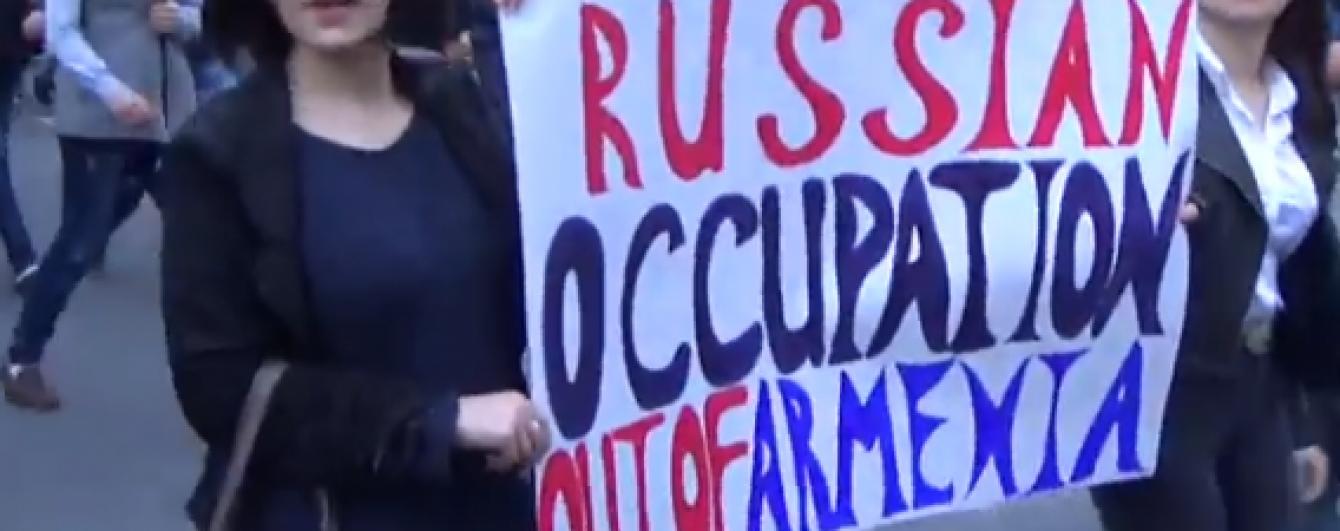 Російське посольство знову закидали яйцями. Цього разу у Вірменії
