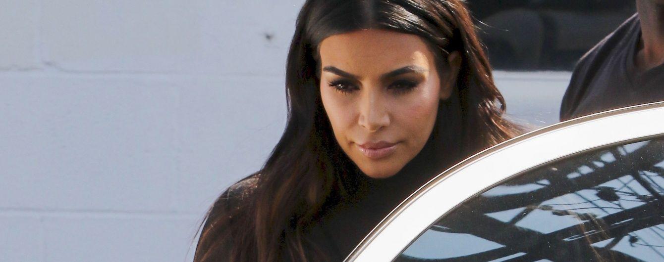 Фігуриста Кім Кардашян підкреслила сідниці приголомшливих розмірів обтислою спідницею