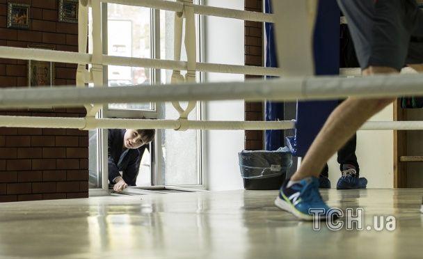 """Берінчик провів тренування перед боєм із """"Пакменом"""" під музику """"діджея"""" Усика"""