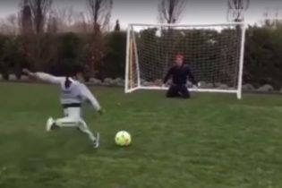 Зірковий Роналду на колінах влаштував синові футбольну лотерею