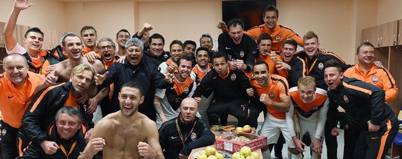 """Емоції в роздягальні: як гравці """"Шахтаря"""" відсвяткували вихід у півфінал Ліги Європи"""
