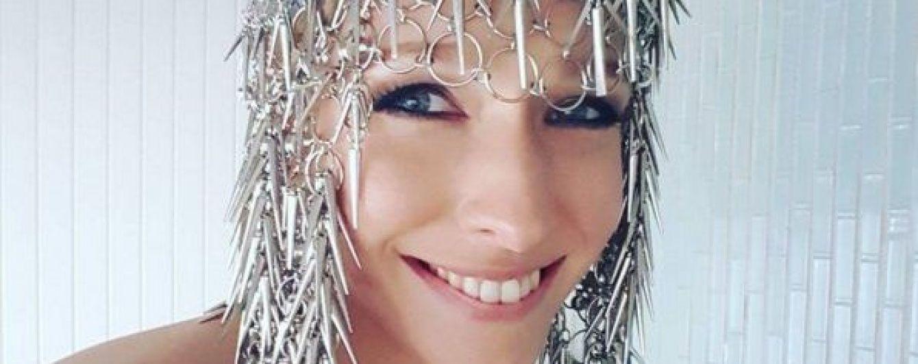 Струнка Катерина Осадча вразила стійкою на руках