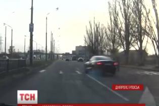 Поліція шукає водія, нахабна їзда котрого потрапила на відеореєстратор