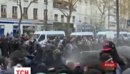 150 французьких правоохоронців за два тижні постраждали в бійках у Парижі