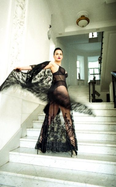Сексуальна Даша Астаф'єва позувала оголеною в книжковому видавництві