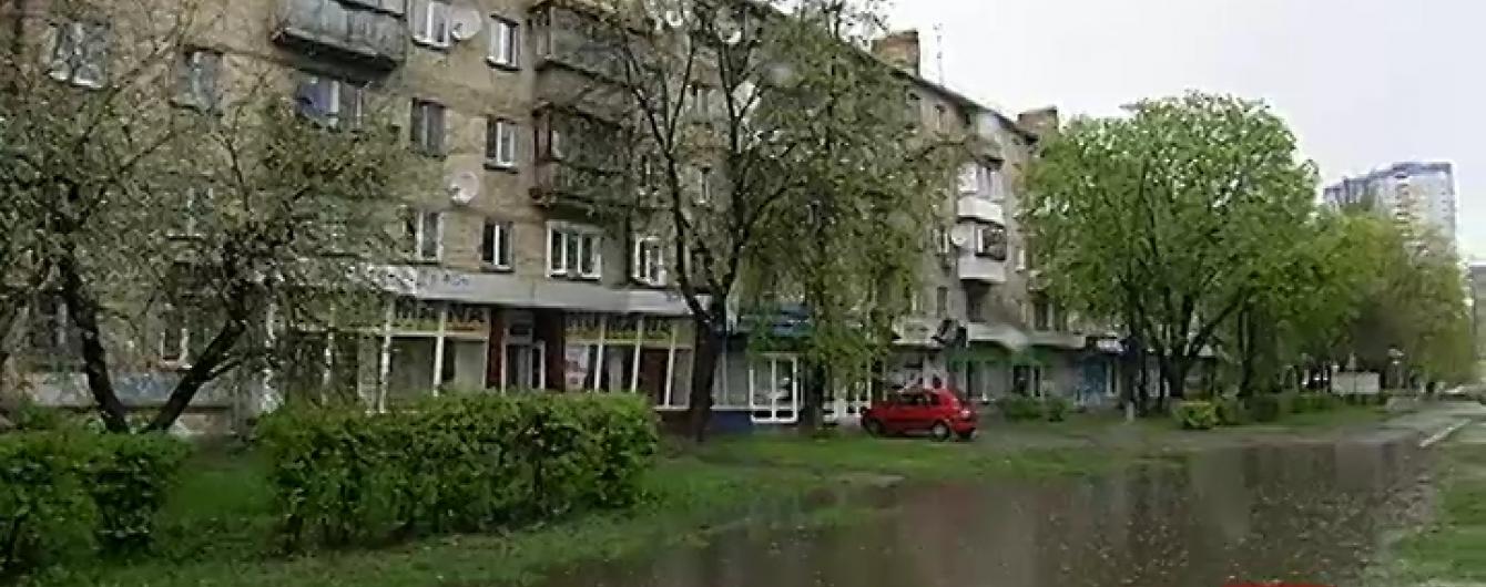 """Дороги Києва перетворюються на """"канали Венеції"""" через тривалий дощ"""