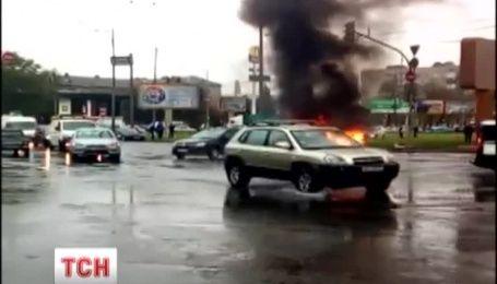 На Дарницкой площади в Киеве сгорел автомобиль
