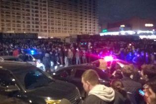 Сутички у Москві. Поліція для розгону стрітрейсерів пригнала водомети